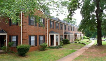 Similar Apartment at Homewood Townhouse Apartments