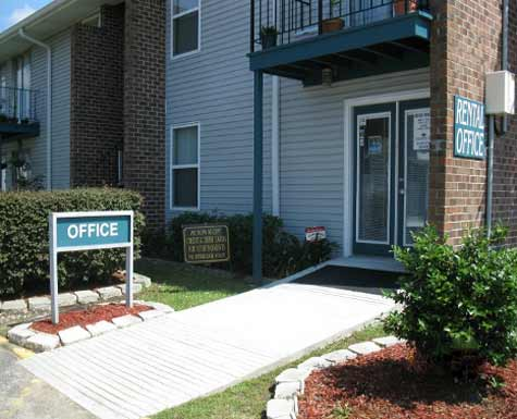 Apartments Near OLHCC Lapalco Court for Our Lady of Holy Cross College Students in New Orleans, LA