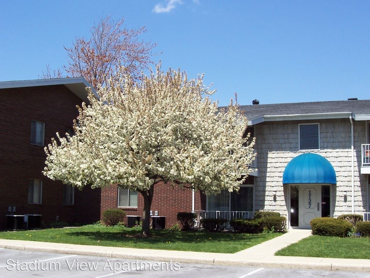 3 Bedrooms 2 Bathrooms Apartment for rent at 1700 Juniper Drive in Bowling Green, OH