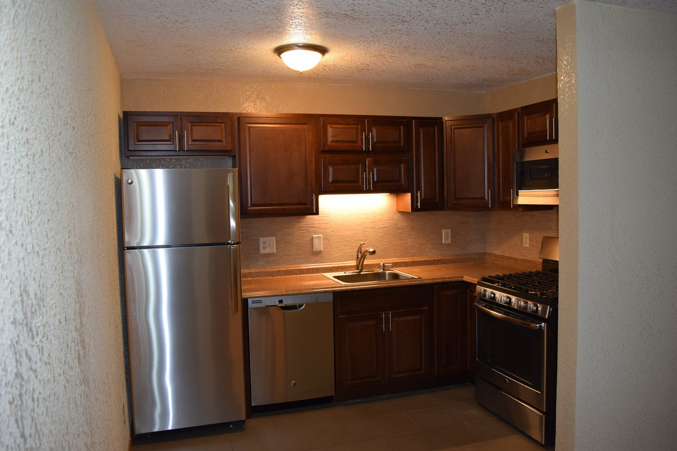 2 Bedrooms 1 Bathroom Apartment for rent at 319 8th St Se in Minneapolis, MN