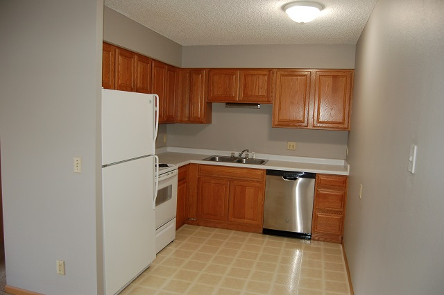 Apartments Near Shiloh University 1014 Oakcrest Street for Shiloh University Students in Kalona, IA