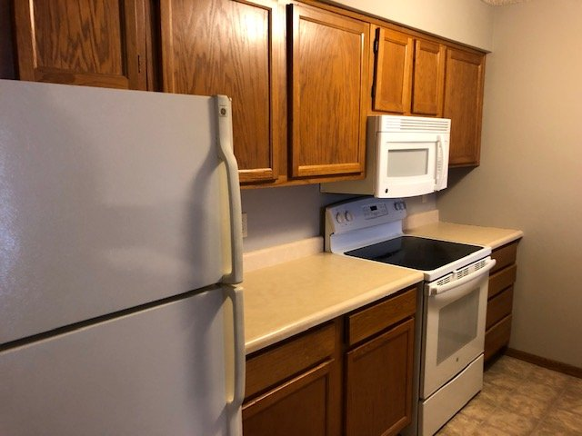 2 Bedrooms 1 Bathroom Apartment for rent at 1006 Oakcrest Street in Iowa City, IA