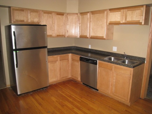 4 Bedrooms 2 Bathrooms Apartment for rent at 331 S Lucas Street in Iowa City, IA