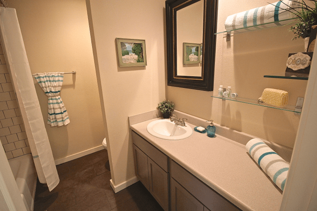 2 Bedrooms 1 Bathroom Apartment for rent at Warwick Gardens in Kansas City, MO