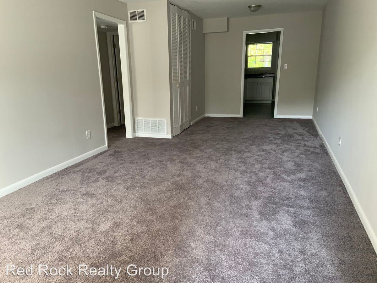 2 Bedrooms 2 Bathrooms Apartment for rent at 3235-3299 Warringwood Drive in Hoover, AL