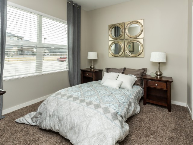 Apartments Near Kaplan University-Des Moines Campus Stonegate Crossing for Kaplan University-Des Moines Campus Students in Urbandale, IA