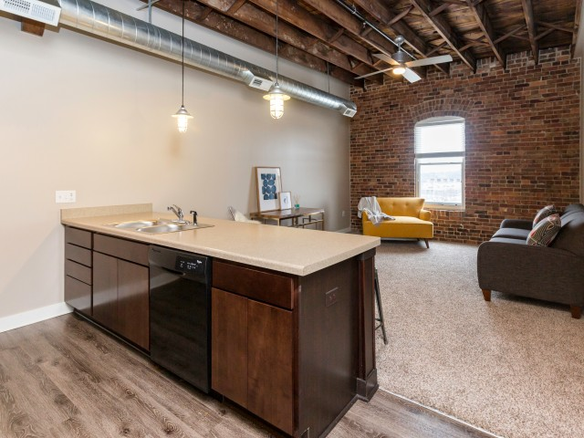 Apartments Near American College of Hairstyling-Des Moines Rocket Transfer Lofts for American College of Hairstyling-Des Moines Students in Des Moines, IA
