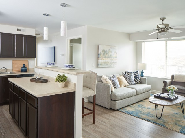 Apartments Near Kaplan University-Des Moines Campus Meadowlark for Kaplan University-Des Moines Campus Students in Urbandale, IA