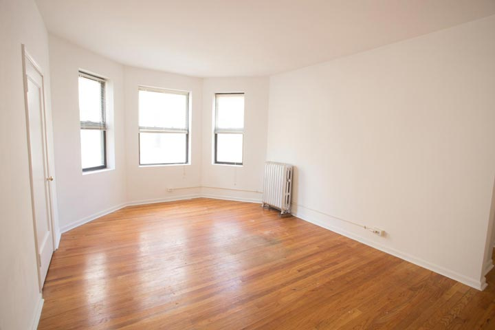 2 Bedrooms 1 Bathroom Apartment for rent at 5415 S. Woodlawn Avenue in Chicago, IL