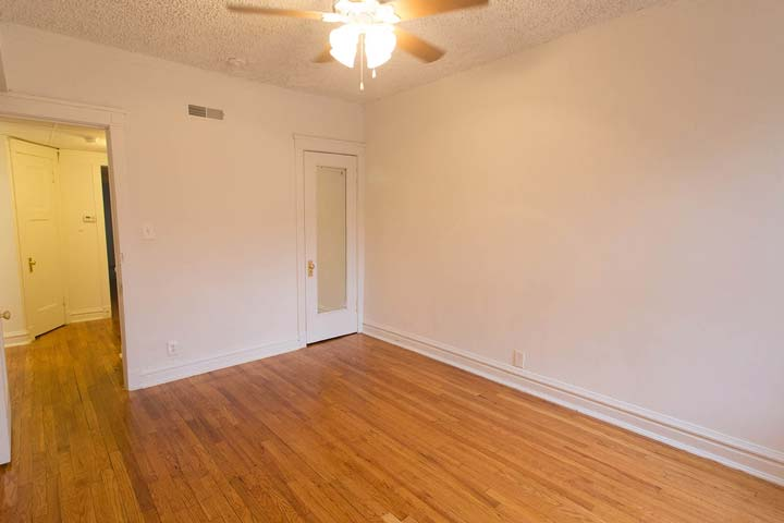 2 Bedrooms 1 Bathroom Apartment for rent at 5452 S. Ellis Avenue in Chicago, IL