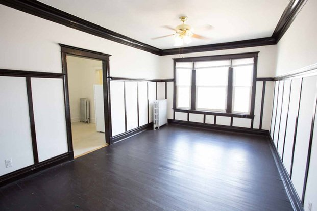 2 Bedrooms 1 Bathroom Apartment for rent at 4859 S. Champlain Avenue in Chicago, IL