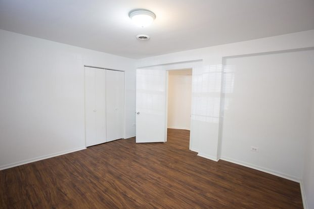 3 Bedrooms 1 Bathroom Apartment for rent at 5452 S. Ellis Avenue in Chicago, IL
