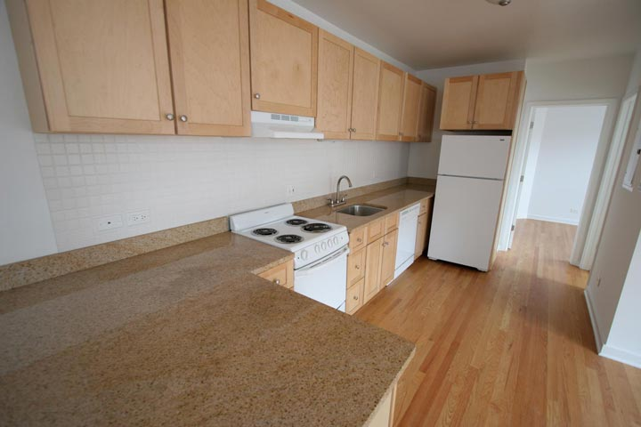 2 Bedrooms 1 Bathroom Apartment for rent at Kenwood Court in Chicago, IL
