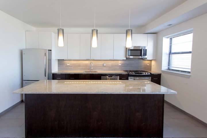 3 Bedrooms 3 Bathrooms Apartment for rent at The Del Prado in Chicago, IL