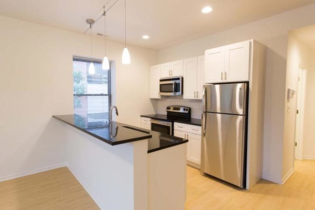2 Bedrooms 1 Bathroom Apartment for rent at 5557-59 S. University Avenue in Chicago, IL
