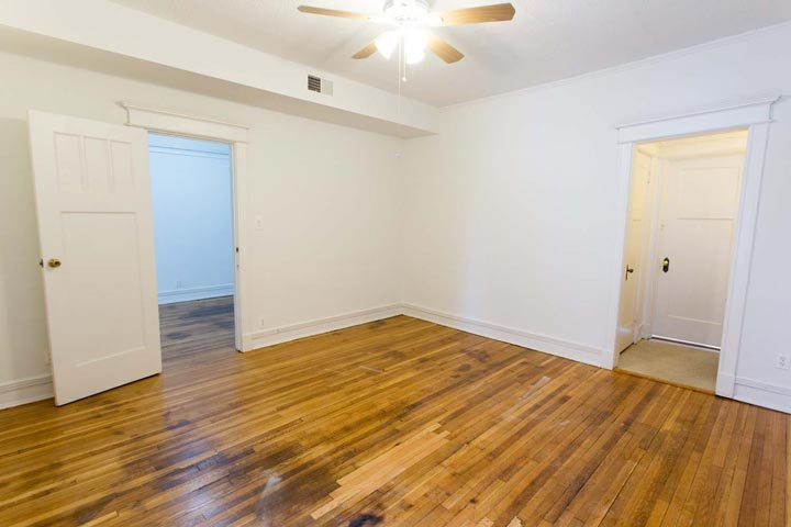 3 Bedrooms 2 Bathrooms Apartment for rent at 5487-5491 S. Hyde Park Boulevard in Chicago, IL