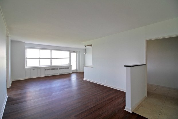 3 Bedrooms 2 Bathrooms Apartment for rent at Dorchester in St Louis, MO