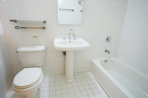 2 Bedrooms 2 Bathrooms Apartment for rent at 5535 S. Kimbark Avenue in Chicago, IL