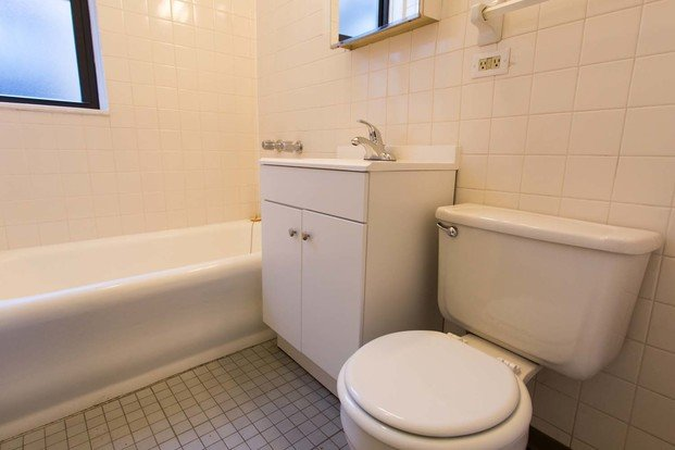 2 Bedrooms 1 Bathroom Apartment for rent at 5053 S. Ellis Avenue in Chicago, IL