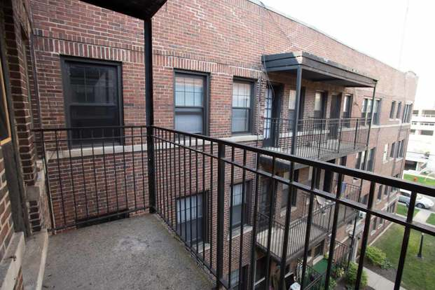 1 Bedroom 1 Bathroom Apartment for rent at 5202-5210 S. Cornell Avenue in Chicago, IL