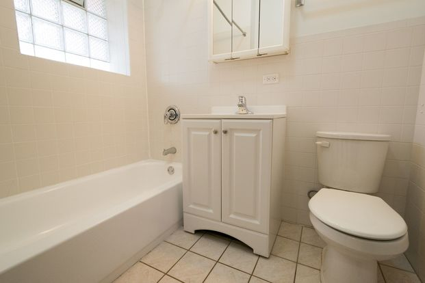 3 Bedrooms 1 Bathroom Apartment for rent at 5500 S. Cornell Avenue in Chicago, IL