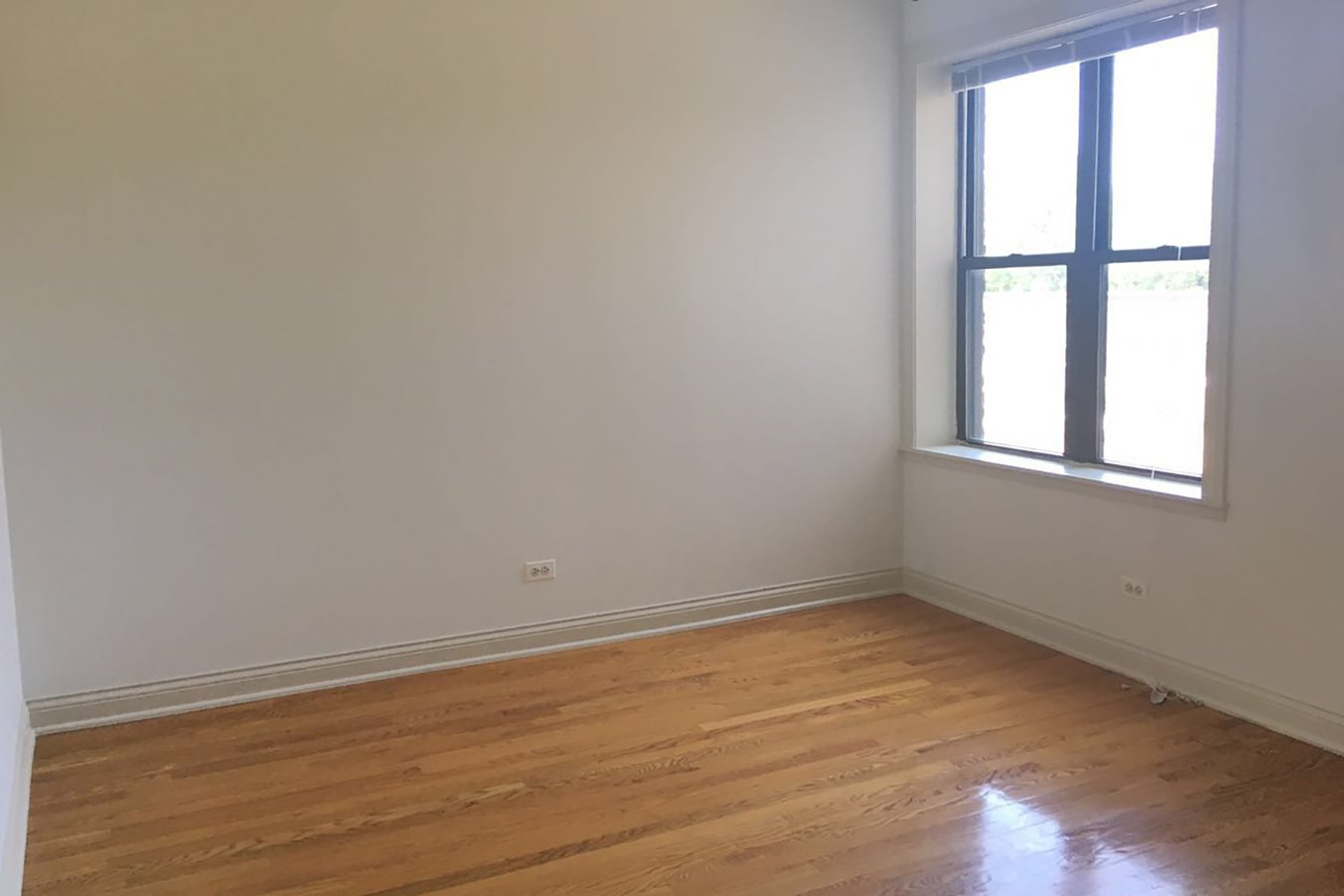 Studio 1 Bathroom Apartment for rent at 5355-5361 S. Cottage Grove Avenue in Chicago, IL