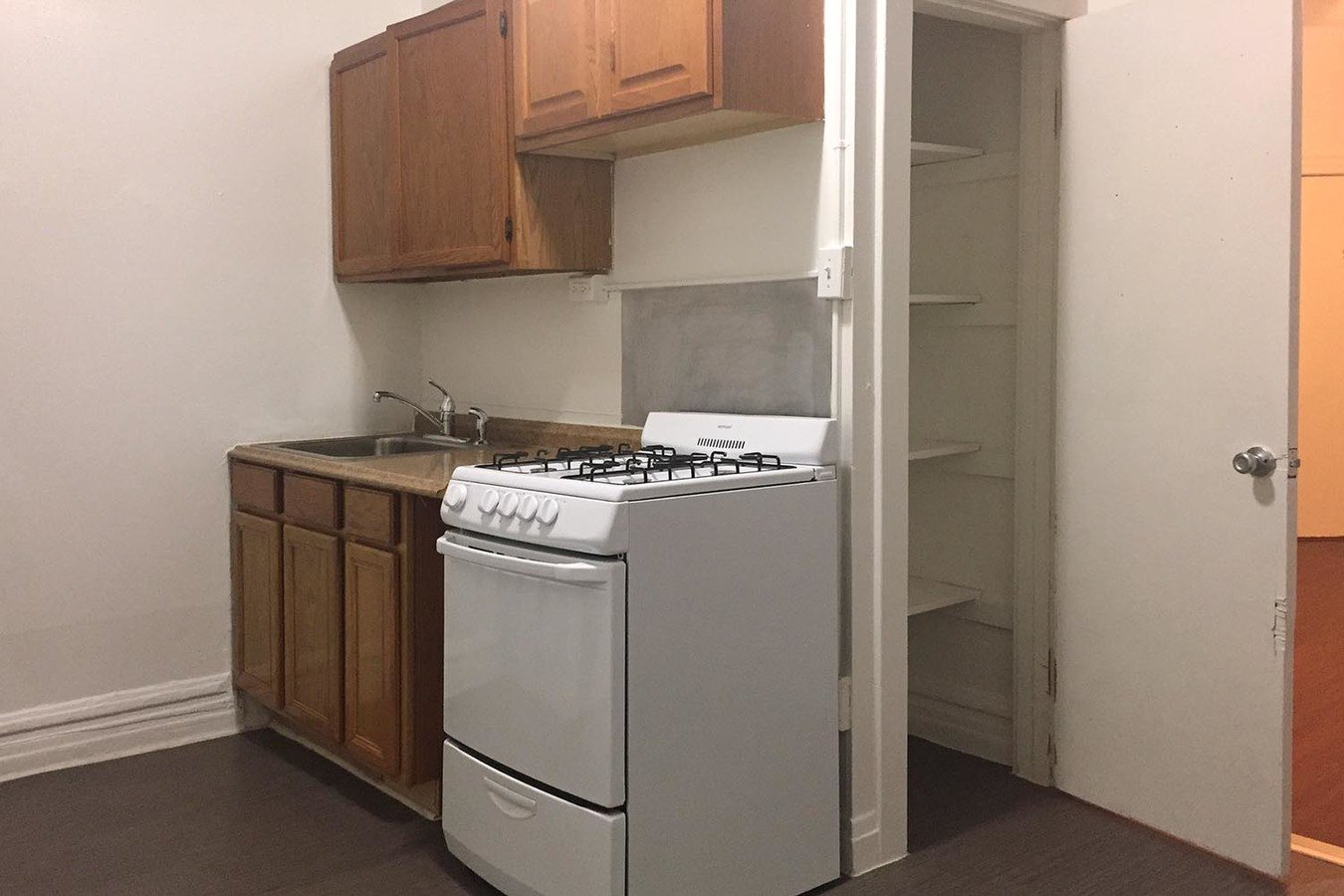 Studio 1 Bathroom Apartment for rent at 5405-5407 S. Woodlawn Avenue in Chicago, IL