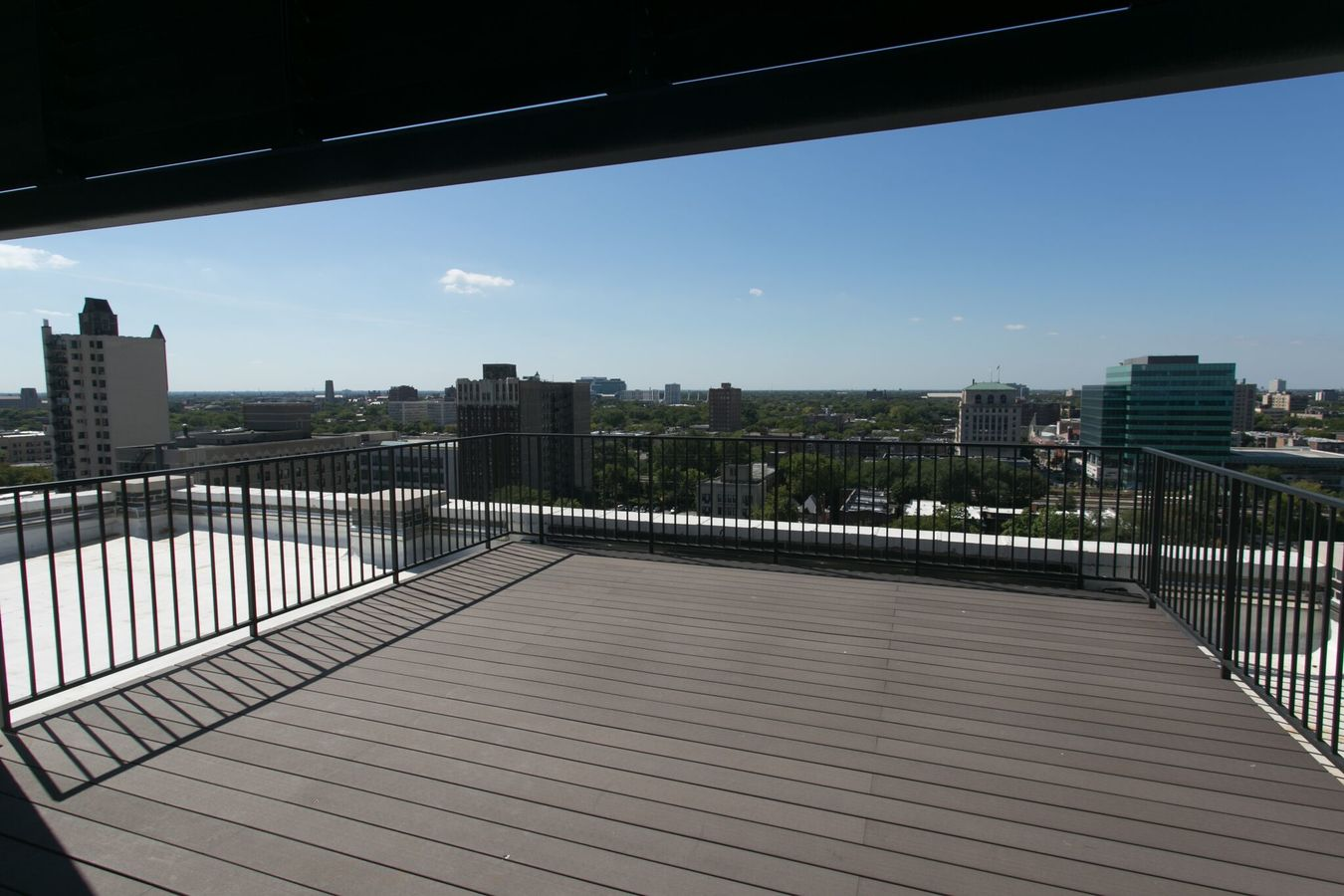 2 Bedrooms 2 Bathrooms Apartment for rent at The Del Prado in Chicago, IL