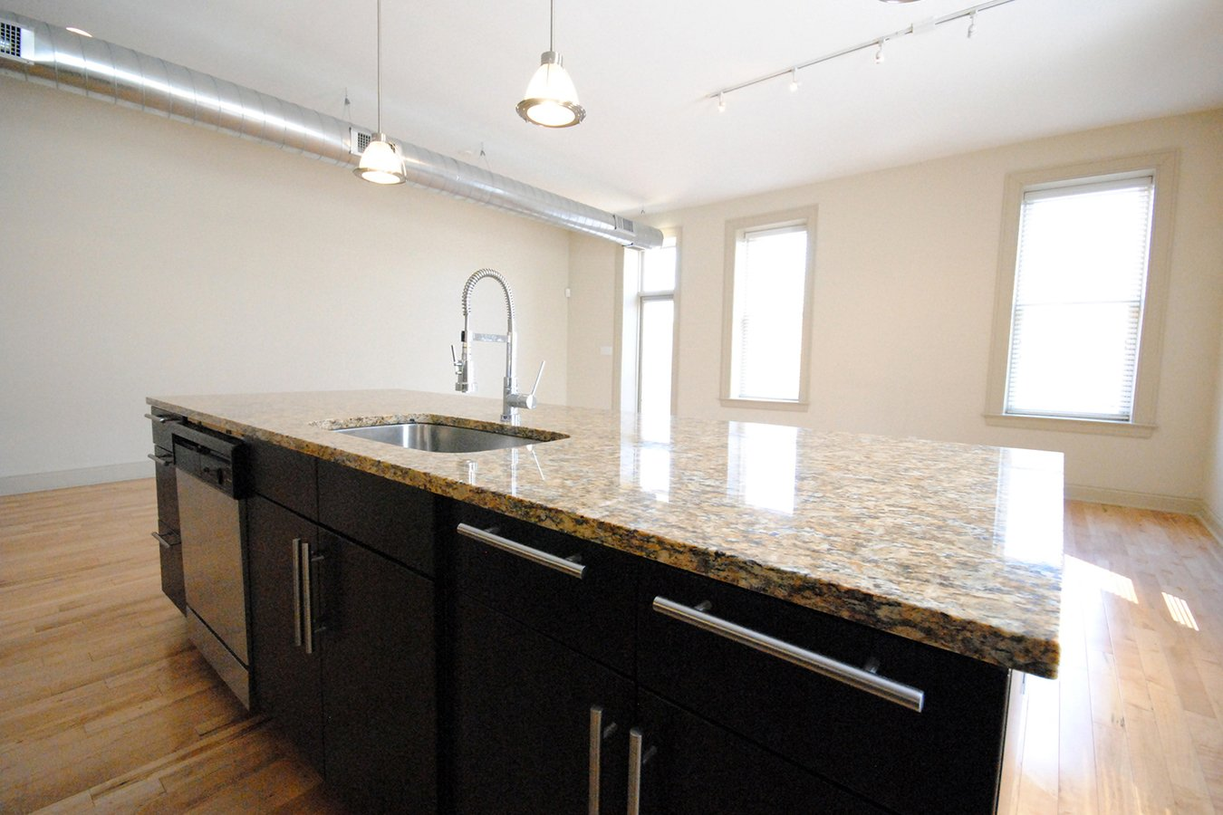 2 Bedrooms 2 Bathrooms Apartment for rent at 4701 Mcpherson in St Louis, MO