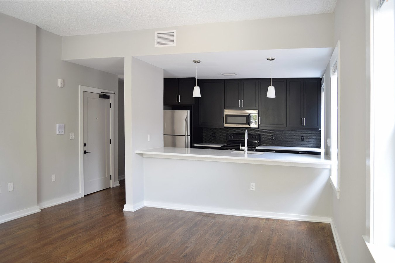 2 Bedrooms 1 Bathroom Apartment for rent at The Colonnades in Kansas City, MO