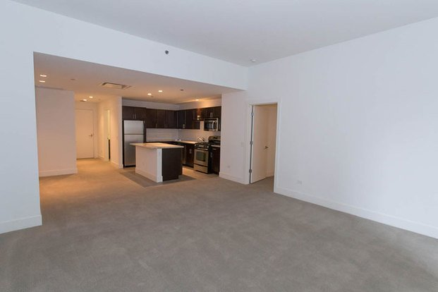 1 Bedroom 2 Bathrooms Apartment for rent at Shoreland in Chicago, IL