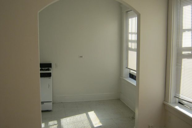 1 Bedroom 1 Bathroom Apartment for rent at 5325 S. Hyde Park Boulevard in Chicago, IL