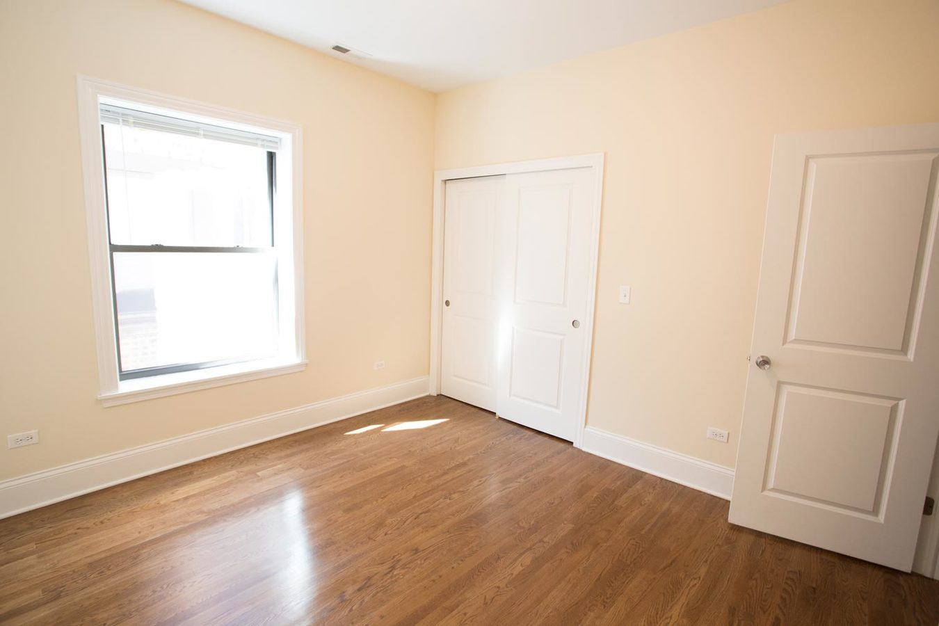 4 Bedrooms 1 Bathroom Apartment for rent at 5111 S. Kimbark Avenue in Chicago, IL