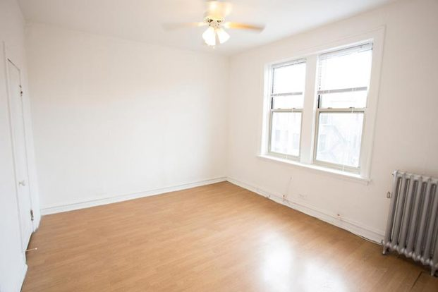 3 Bedrooms 1 Bathroom Apartment for rent at 5339-5345 S. Woodlawn Avenue in Chicago, IL