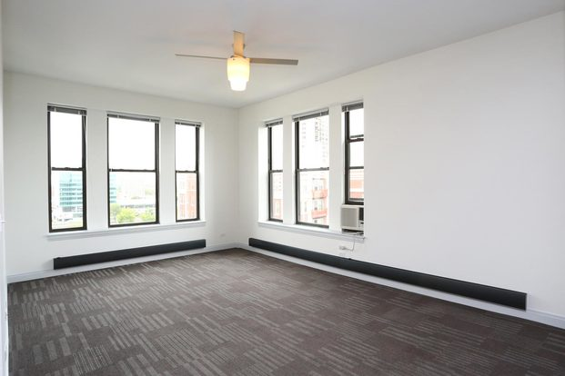 2 Bedrooms 1 Bathroom Apartment for rent at The Del Prado in Chicago, IL