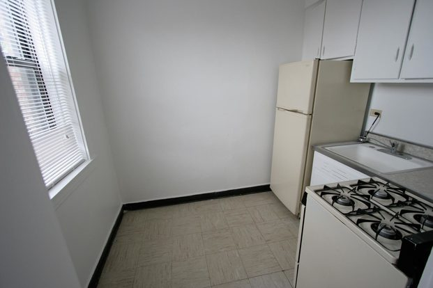 Studio 1 Bathroom Apartment for rent at 5528-5532 S. Everett Avenue in Chicago, IL
