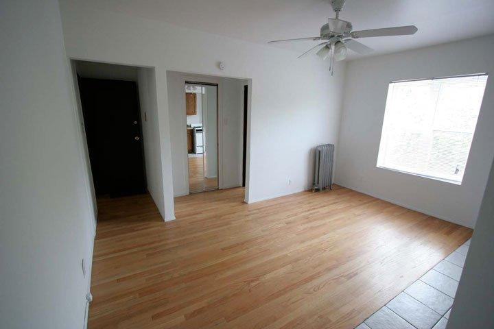 Studio 1 Bathroom Apartment for rent at 4721 S. Ellis Avenue in Chicago, IL