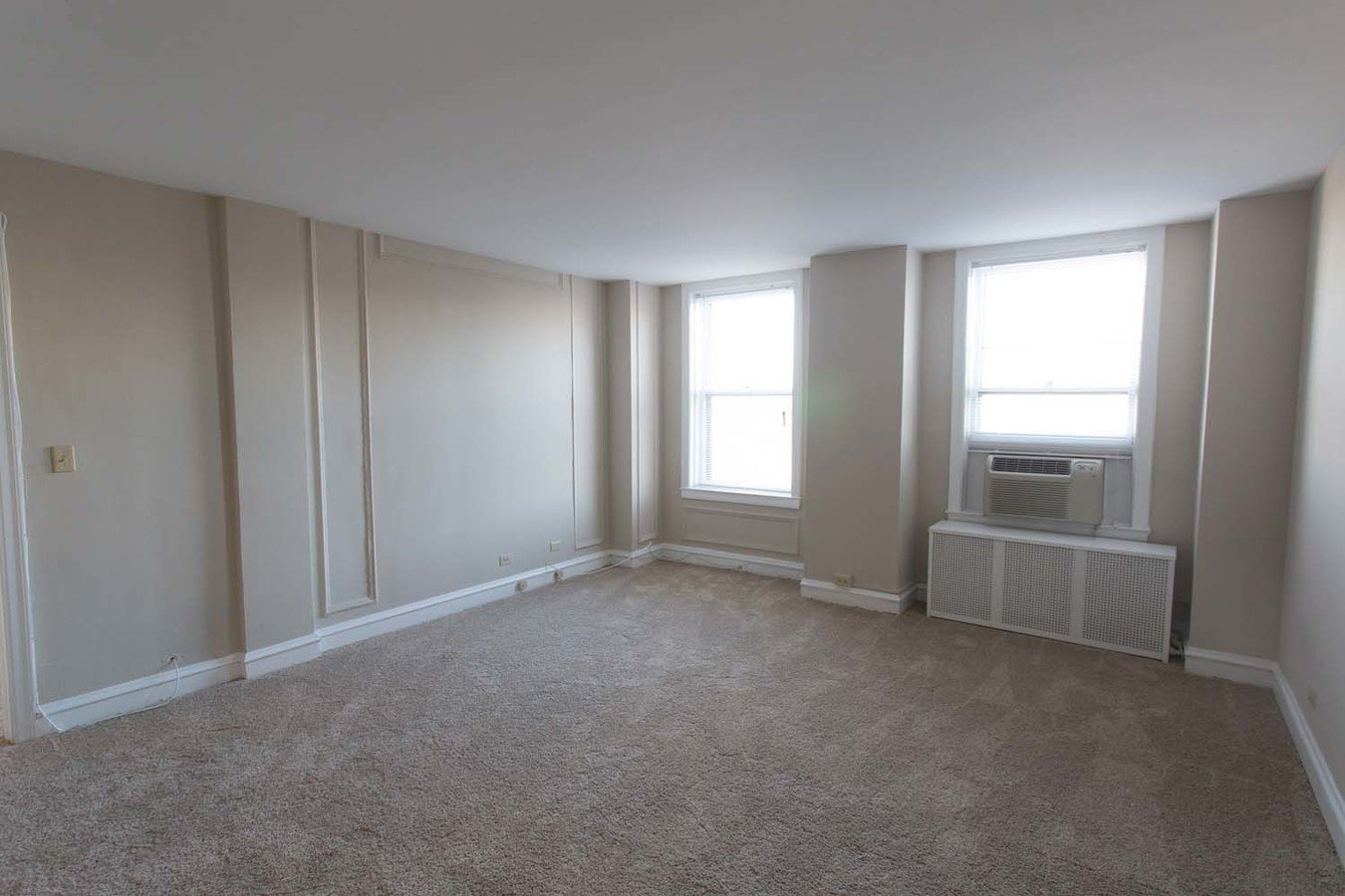2 Bedrooms 2 Bathrooms Apartment for rent at Windermere House in Chicago, IL