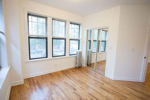 3 Bedrooms 1 Bathroom Apartment for rent at Woodlawn Court in Chicago, IL