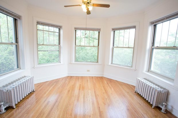 3 Bedrooms 1 Bathroom Apartment for rent at 5034-5046 S. Woodlawn Avenue in Chicago, IL