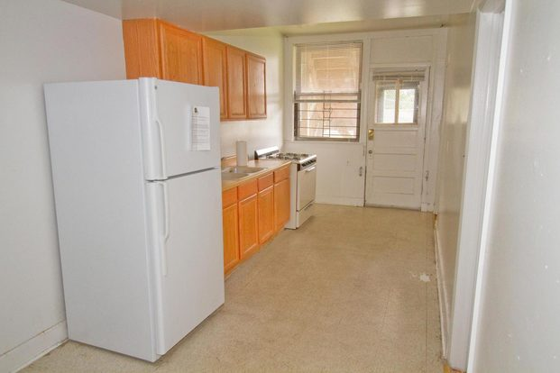3 Bedrooms 2 Bathrooms Apartment for rent at 5335-5345 S. Kimbark Avenue in Chicago, IL
