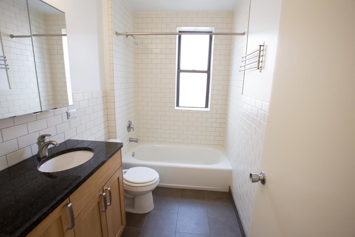 3 Bedrooms 1 Bathroom Apartment for rent at 5355-5361 S. Cottage Grove Avenue in Chicago, IL