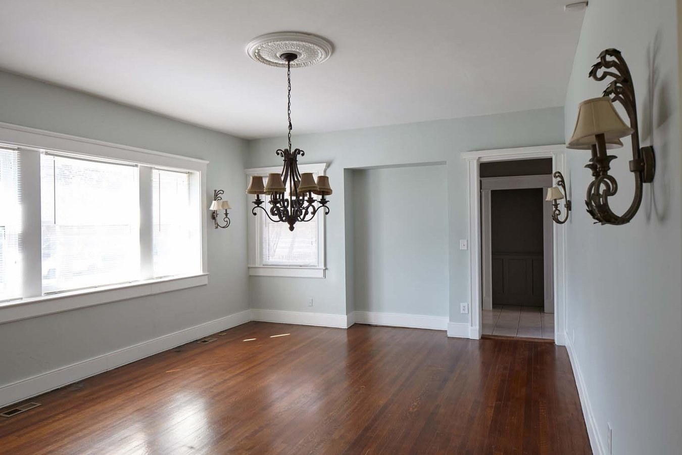 6 Bedrooms 3 Bathrooms Apartment for rent at Victorian House in Kansas City, MO