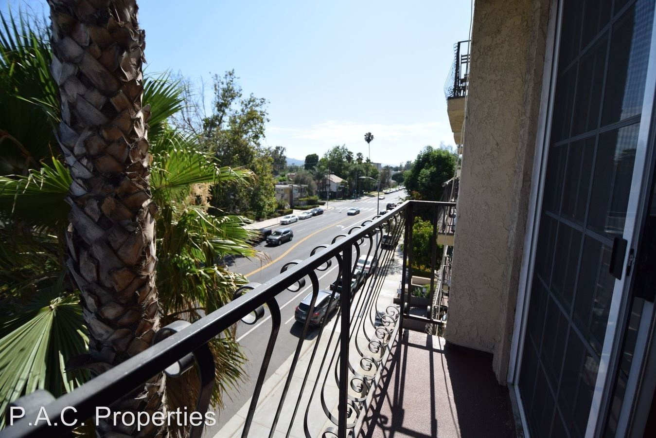 1 Bedroom 1 Bathroom Apartment for rent at 11505 Riverside Drive in North Hollywood, CA