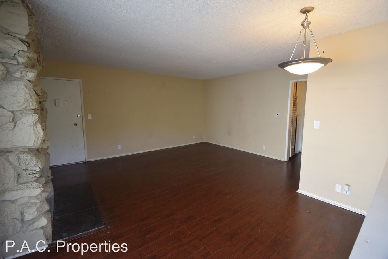 2 Bedrooms 1 Bathroom Apartment for rent at 10745 Hortense Avenue in North Hollywood, CA