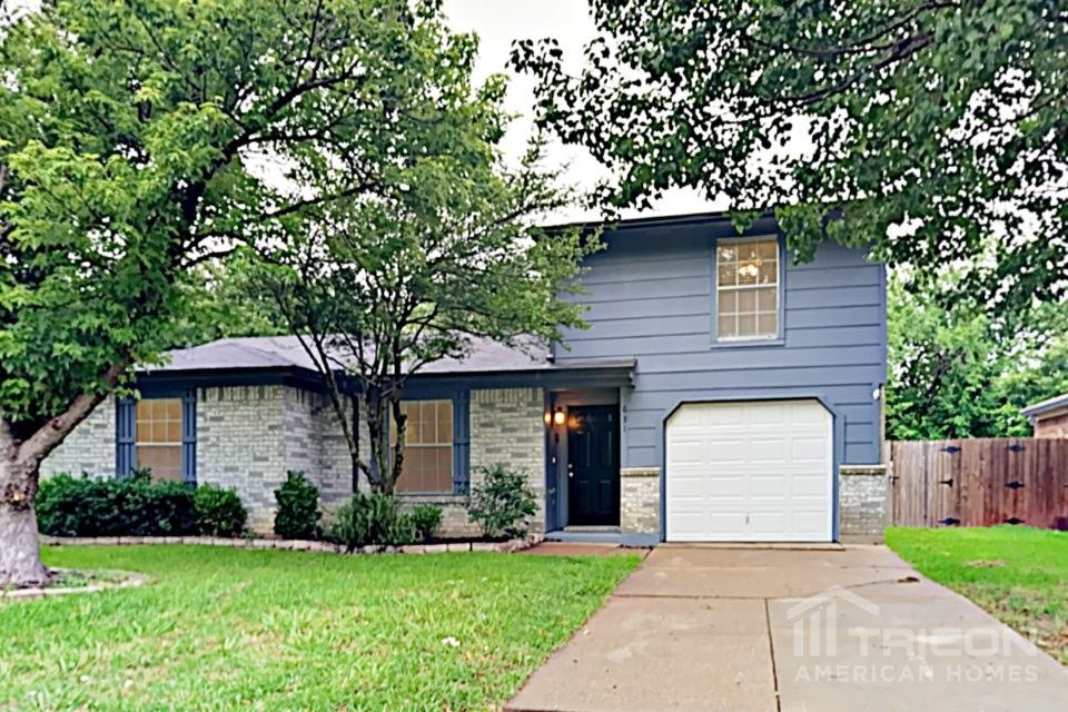 3 Bedrooms 2 Bathrooms House for rent at 631 Plainview Drive in Mansfield, TX