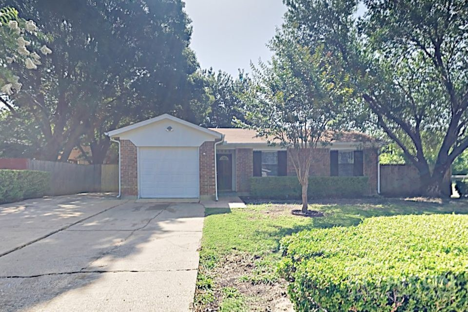 3 Bedrooms 2 Bathrooms House for rent at 1125 Saturn Drive in Cedar Hill, TX