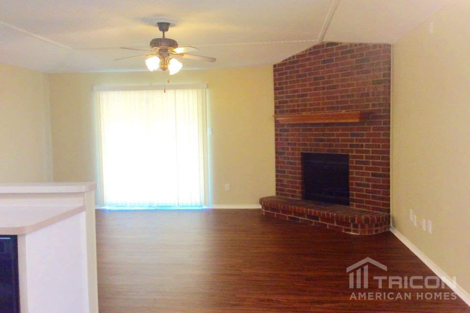 3 Bedrooms 2 Bathrooms House for rent at 773 Parkview Drive in Burleson, TX