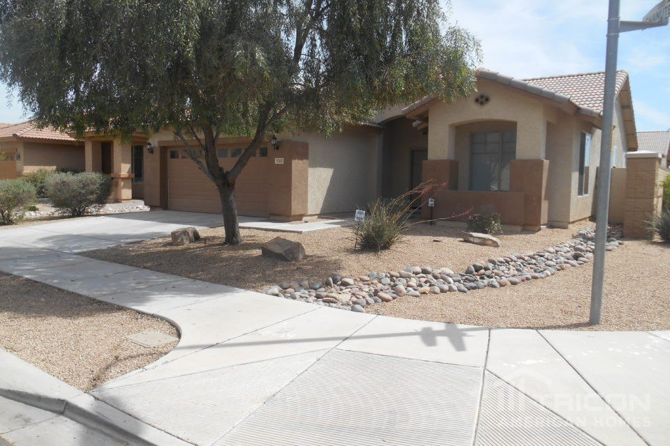 4 Bedrooms 2 Bathrooms House for rent at 5313 S 33rd Drive in Phoenix, AZ