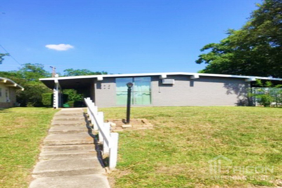 2 Bedrooms 1 Bathroom House for rent at 244 Emporia Boulevard in San Antonio, TX
